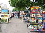 Venta de pinturas en una feria